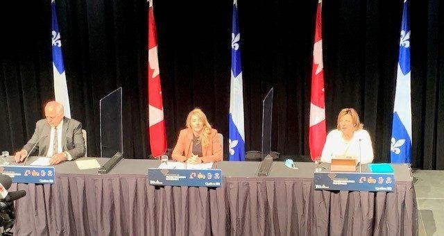 De gauche à droit: Pierre Fitzgibbon, ministre de l'Économie et de l'Innovation, Hon. Mélanie Joly, ministre du Développement économique et des Langues officielles et Nicole Martel, Présidente-directrice générale, AQT